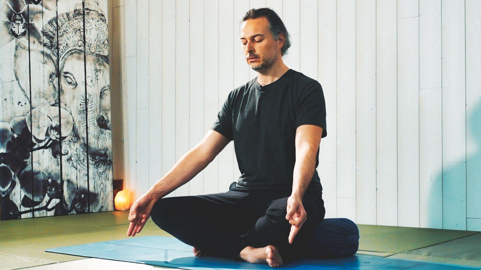 Meditación Trascendental Maha Shakti Chalnee Indra Mudra