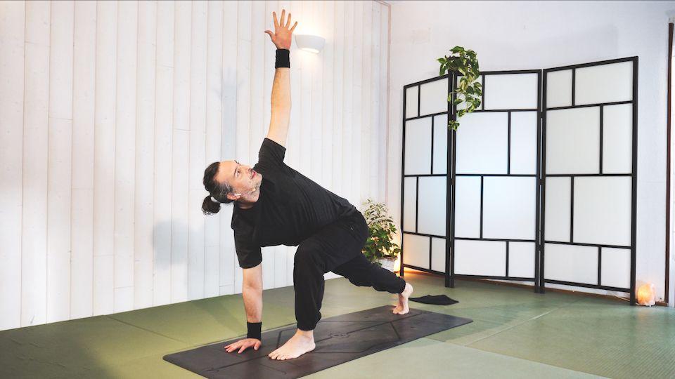 Vinyasa Yoga Reconectando con el cuerpo y el primer chakra