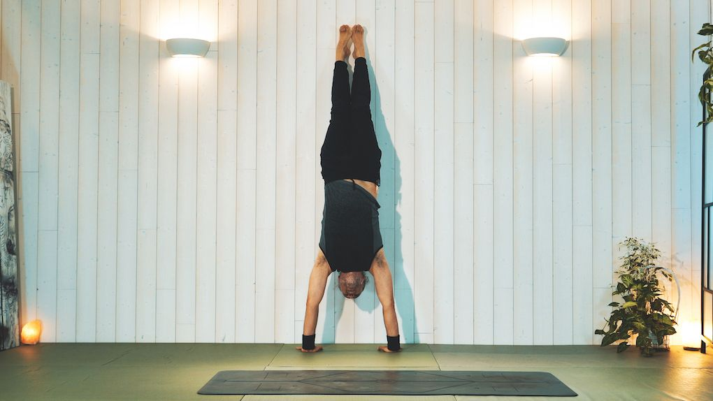 Vinyasa Yoga de posturas Invertidas